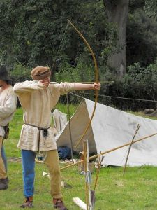450px-Mediaeval_archery_reenactment