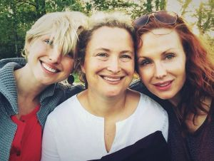Susannah Scott (center) with her sisters.